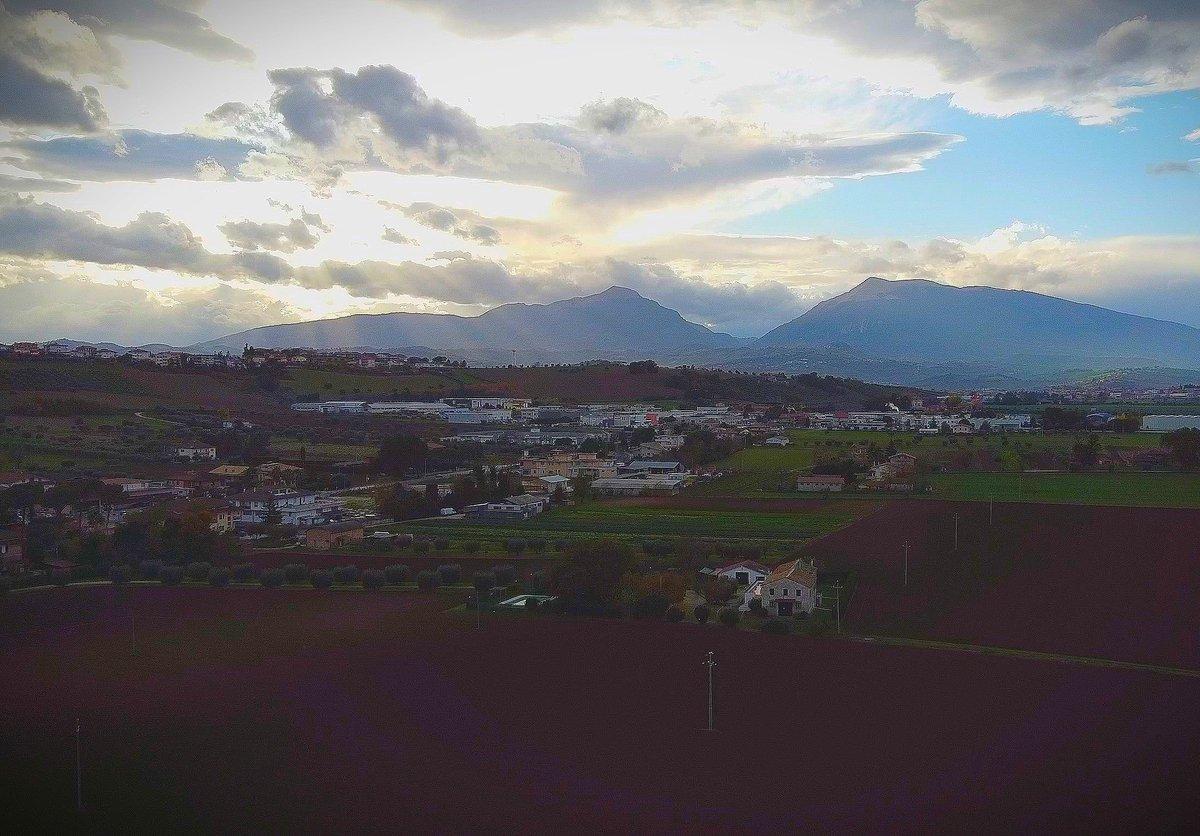 Buon inizio settimana e buona giornata da Sant'Omero !  Tel: + 39 338 3641307 Web:  Mail: info@agriturismolameridiana.it Recensioni:   #agriturismo #agriturismi #abruzzo #mare #montagna #albaadriatica #giulianova #tortoreto