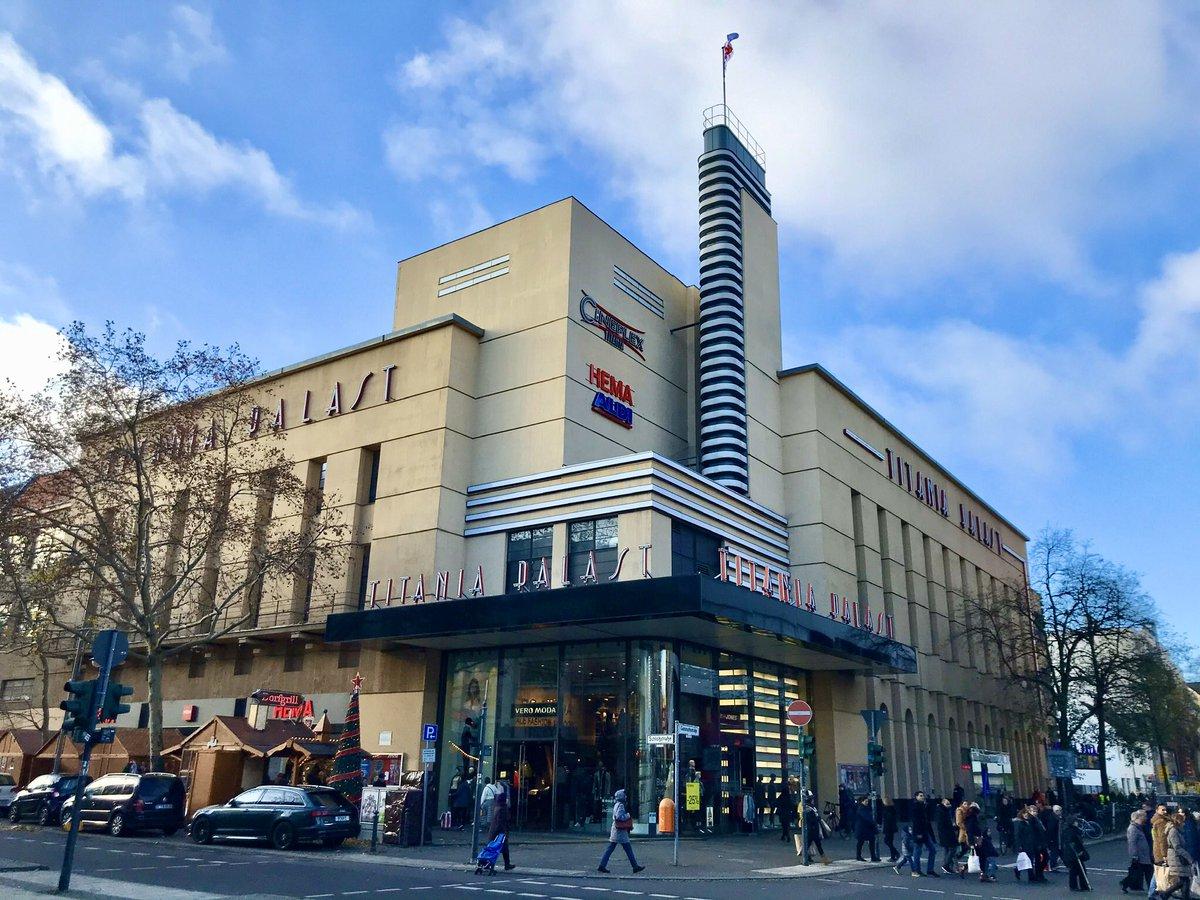 Wandelend langs Berlijnse locaties uit De Solist. Hier het Titania Palast, op 26 mei 1945 het decor van de wederopstanding van het Berliner Philharmoniker, tegenwoordig het onderkomen van Hema en Aldi.  #DeSolist #berlinerphilharmoniker #titaniapalast pic.twitter.com/YgPCGdpW9s