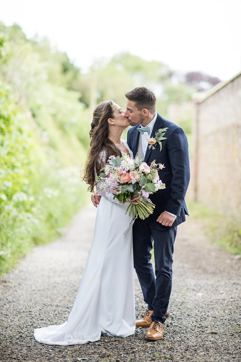 REAL WEDDING // YORKSHIREVenue: Crayke ManorStyling: A pretty barns #wedding with DIY touchesSeason: Springhttps://bridesupnorth.com/2019/12/02/sam-stuart/… Pics Jane Beadnell Photography