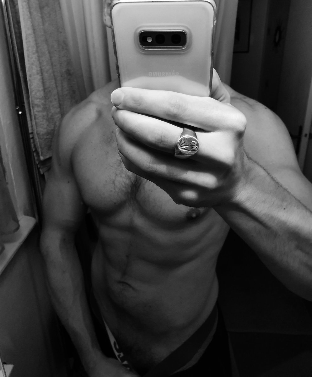 Belle fin de journée la twittosphère...  #shapeoftheday #currentshape #fit #sexy #hot #shredded #life #body #men #fitfrench #shape #sport #workout #abs #training #lifestyle #mood #exhib #fitness #fitboy #abdos  #aesthetics #musculation #sixpacks #fitnesslifestylepic.twitter.com/qkG05evSYw