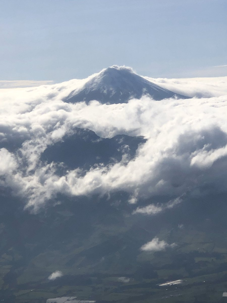 Can anyone confirm that I was looking at the 5900m high Cotopaxi?  <br>http://pic.twitter.com/Ea87R7Vk42