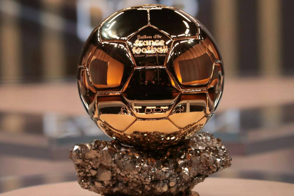 [@HelenaCondis] | Messi will raise the #BallonDor2019, the trophy will be handed over by Luka Modric. <br>http://pic.twitter.com/B339oYkqyE