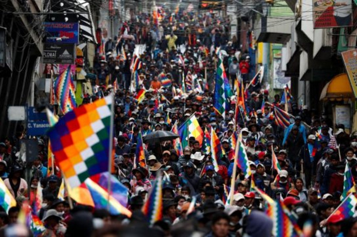 An Anarchist View at the Protests and Resignation of Indigenous President Evo Morales in #Bolivia - #BoliviaNoSeCalla #boliviaprotests #antireport - Read here:   https:// enoughisenough14.org/2019/12/02/an- anarchist-view-at-the-protests-and-resignation-of-indigenous-president-evo-morales-in-bolivia/   … <br>http://pic.twitter.com/Tdix1l4mcM