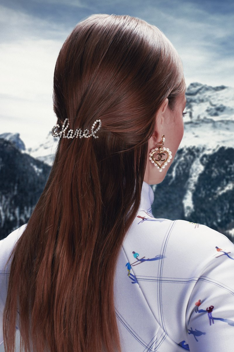 #WebsterWishlist: @CHANEL brings to life a snow-bound haven with oversized jewels and wintry motifs. #TheWebsterWay #CHANELIntheSnow https://t.co/gViBZuYPod