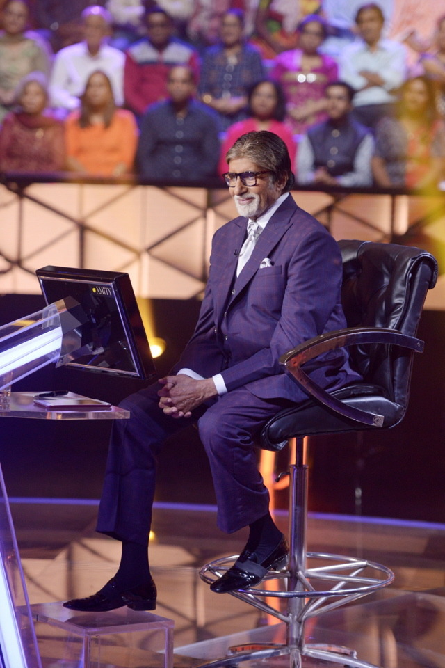 It's Monday again & pm but no #KBC11  Ohh I'm missing it so much.....  @SrBachchan Sir waiting for you to come back soon with #KBC12  @babubasu Sir please come soon with #KBC12 & our Loveable & Handsome Host #AmitabhBachchan Sarkar!<br>http://pic.twitter.com/L98vTE5ORx