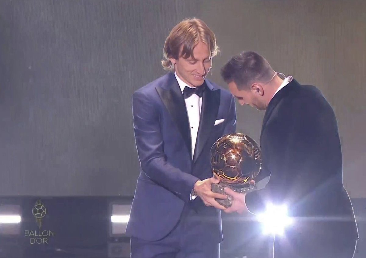 Modric had to return what he stole last year #BallonDor2019<br>http://pic.twitter.com/tc37g1qRVh