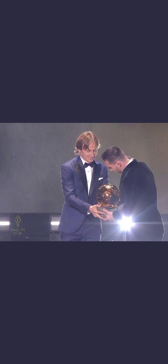 Modric apologizing to Messi for taking what he shouldn't have taken.   #BallonDor2019<br>http://pic.twitter.com/xgpvTrWyFZ
