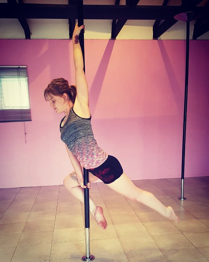 The #tinkerbell in me enjoyed channeling #peterpan for a change... Missed class today. Going to be a long week.   #peterpanpose #progressnotperfection #polefitness #poleworkout #polebeginner #polestudent #fitness #fitmoms #neeknacks #momlife #workingmom #blogger #positivevibespic.twitter.com/tyyfxBWndJ