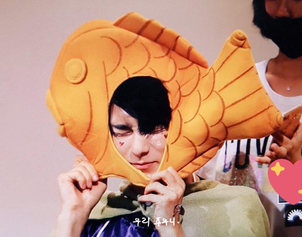 junhee is a precious lil bub OK <br>http://pic.twitter.com/xQj0TkzCWl