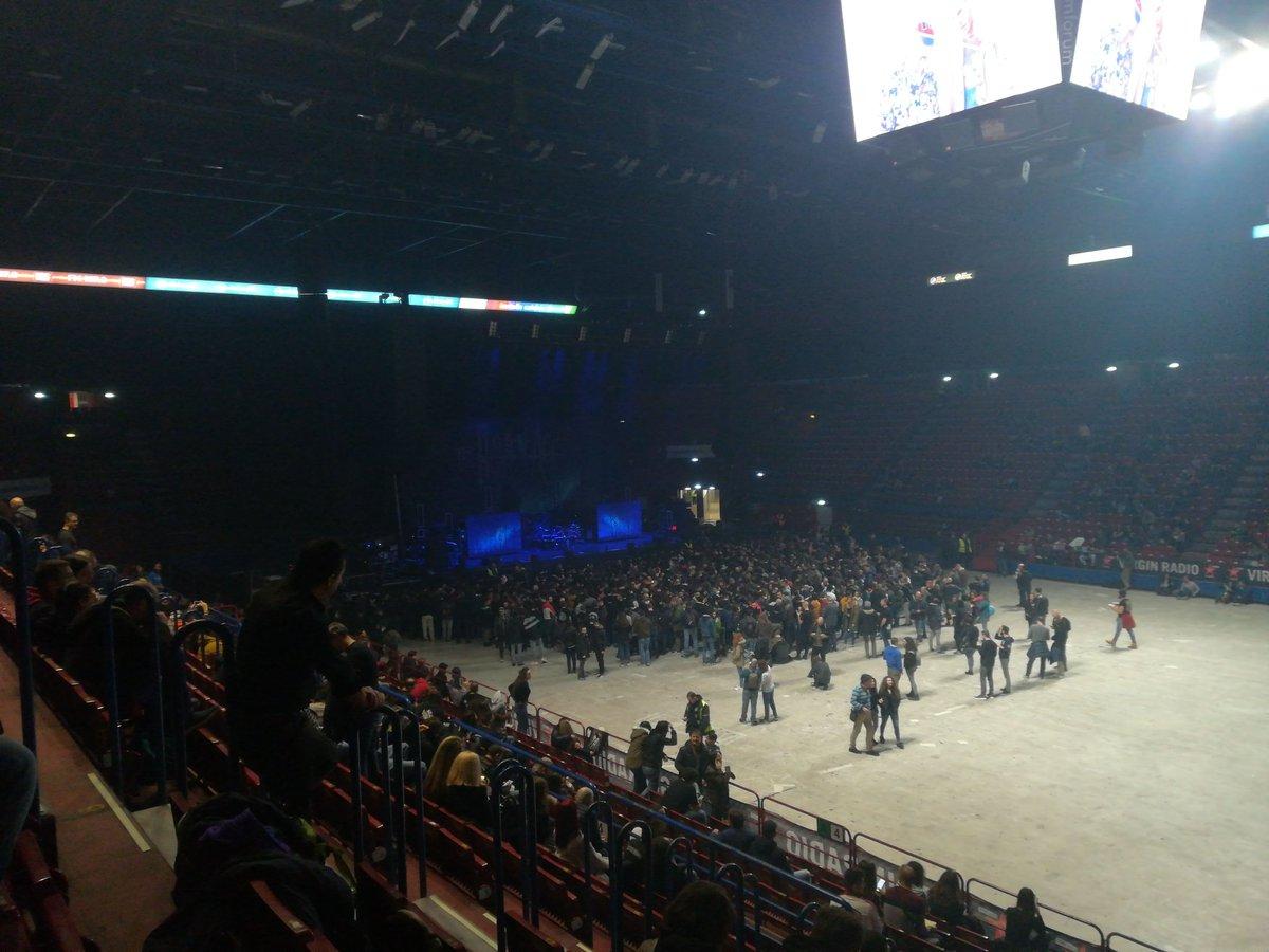 Before  concert#alterbridge #assagoforum pic.twitter.com/ImtSNJfyiT