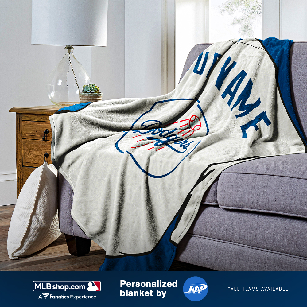 Stay warm and rep your squad. We're giving away 2 custom blankets by @TheNorthwest, all you need to do is RT.   You can also buy the blanket here: https://t.co/NhGUq2a6Gh https://t.co/HZN7W6vAVG