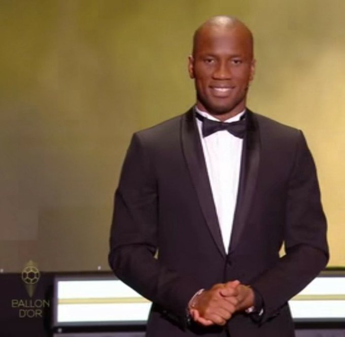 """Drogba to lewandoski:""""are you here to apologize to goalkeepers or what ?"""" #BallonDor <br>http://pic.twitter.com/qGzCpmSCQ7"""