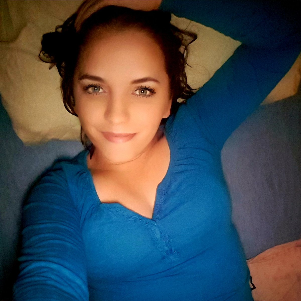 HI  . . . #itsme #life #braunehaare #blaueaugen #germany #insta #instalife #love #mood #tattoo #photography #selfie #blueeyes #brownhairpic.twitter.com/3fDzo89hrH