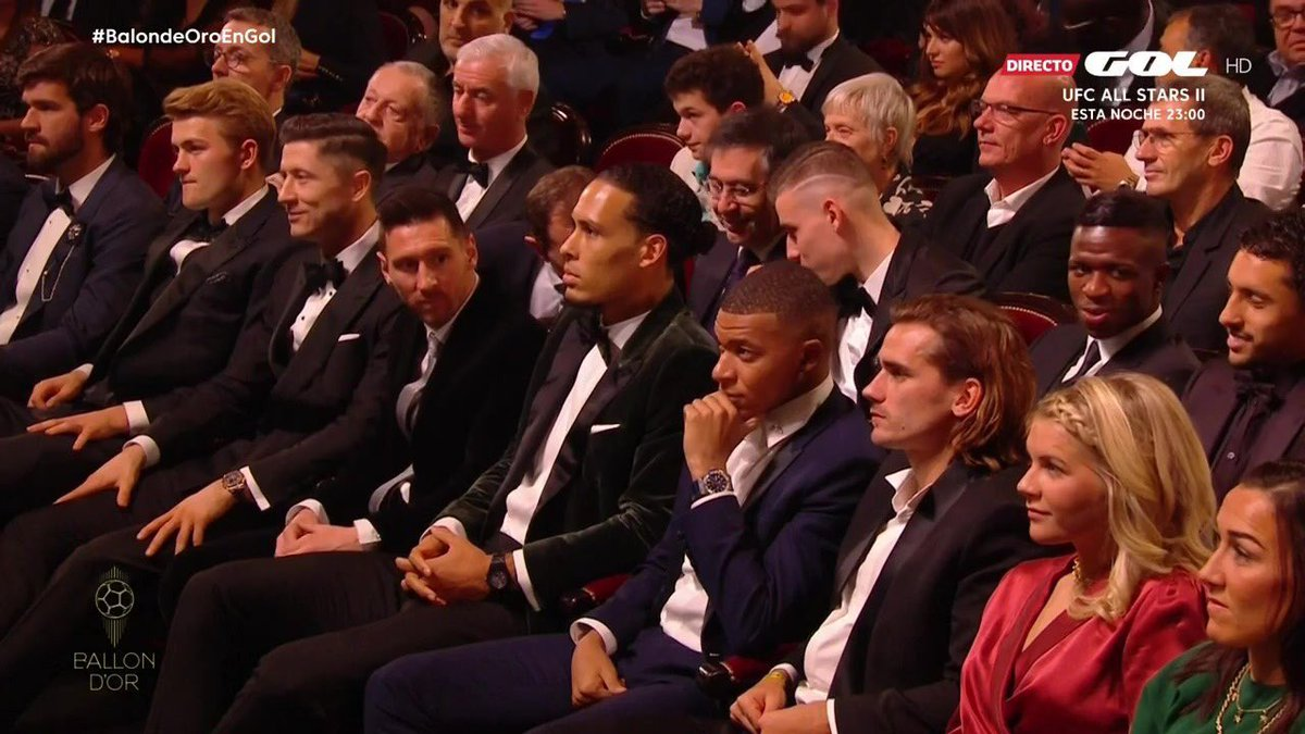 RT @KobbyEli: Messi: Wait, where's Ronaldo?🤔#BallonDor2019 https://t.co/jHb1yjf2wA