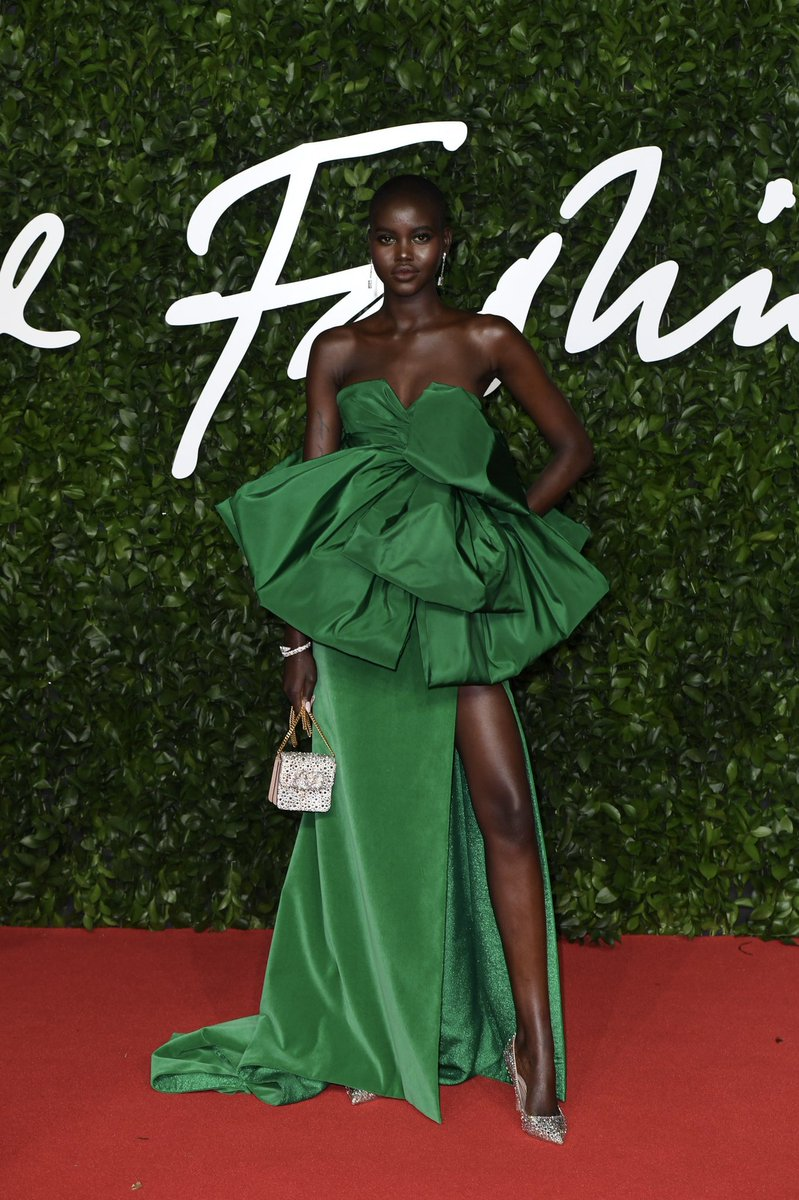 To the BFA awards this evening, @adutakech1 wore a dress from the #ValentinoHauteCouture Beijing collection specially designed for her in green by #PierpaoloPiccioli.