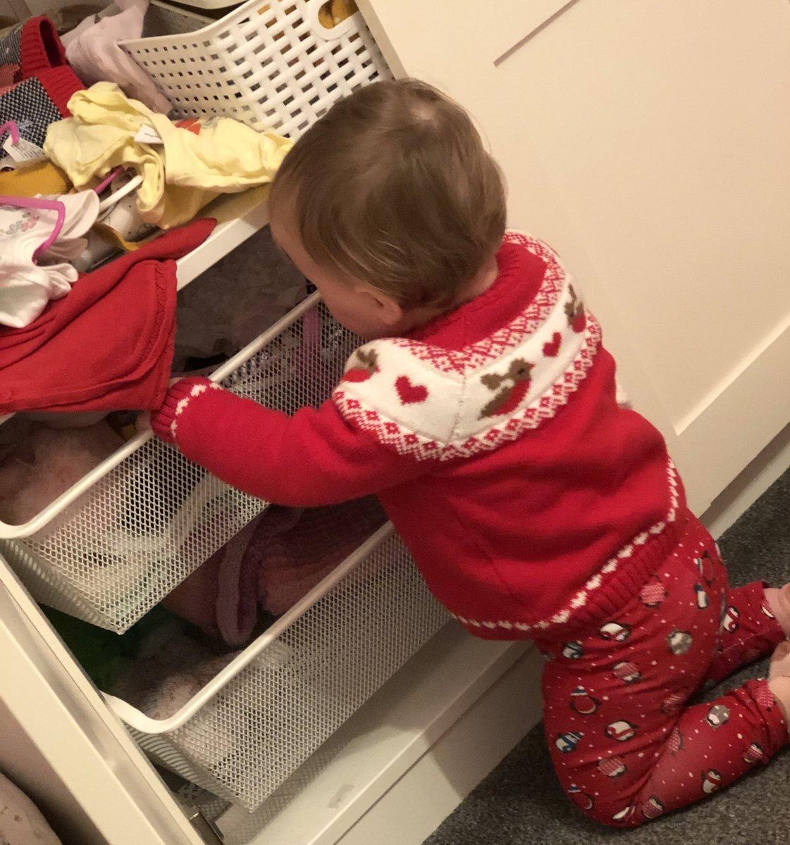 Just organising her wardrobe #babyheidi #christmasjumperpic.twitter.com/i2iazN1IPm
