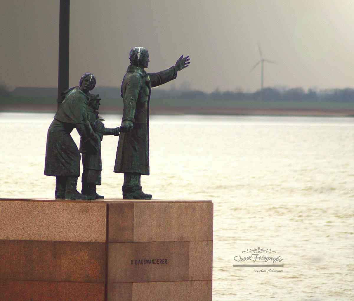 Auswandererdenkmal #Bremerhaven #WillyBrandtPlatz pic.twitter.com/OJ45hYiT6D