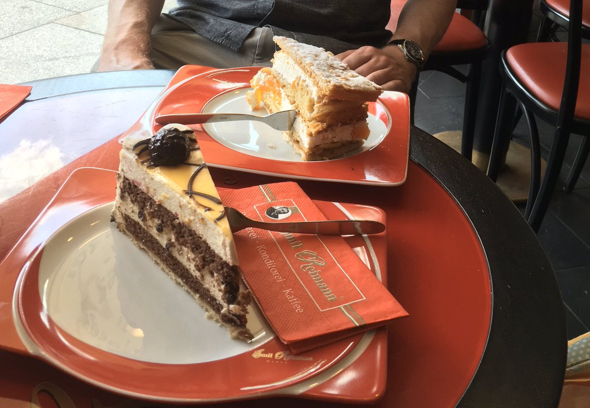 何故ドイツではケーキにフォークを横刺しにするのか問題 Hashtag On Twitter