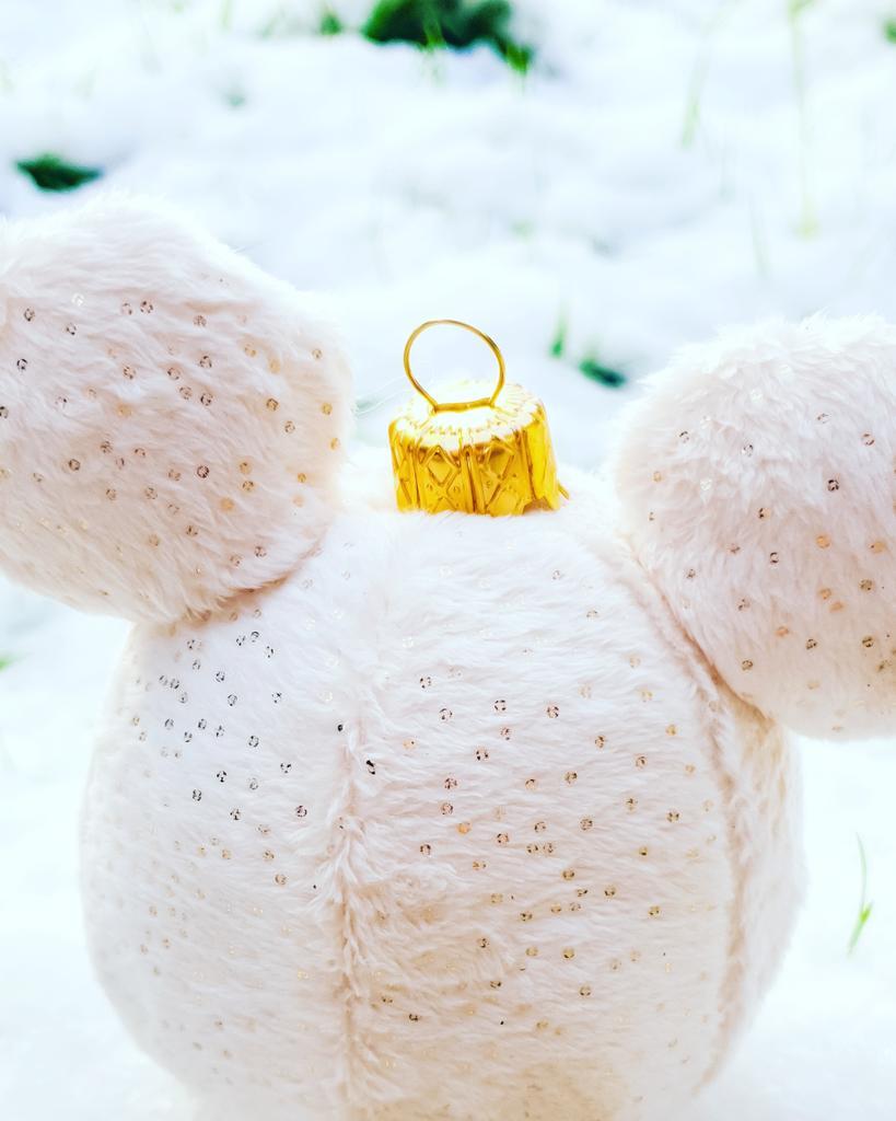 I smell snow! * * * #disneybookworm #disneygeek #disney #pixar #disneyphoto #disneyphotography #disneylandparis #disneyaddict #disneygram #disneylife #disneyuk #disneylifestyle #disneyblogger #dlp #disneyfan #disneydetails #maleficears #christmasatdisney #disneydecorations