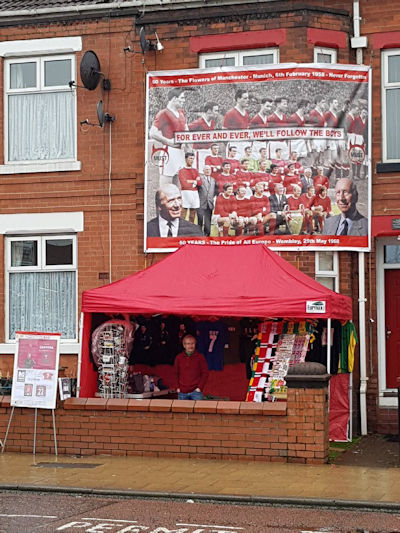 Morning. If you're heading to Old Trafford for the match, we'll be collecting foodbank donations (non-perishable items or cash) before kick off today (and every home game) at The MUST Stall, 18 Sir Matt Busby Way.  Thanks for your support, please RT #MUFC