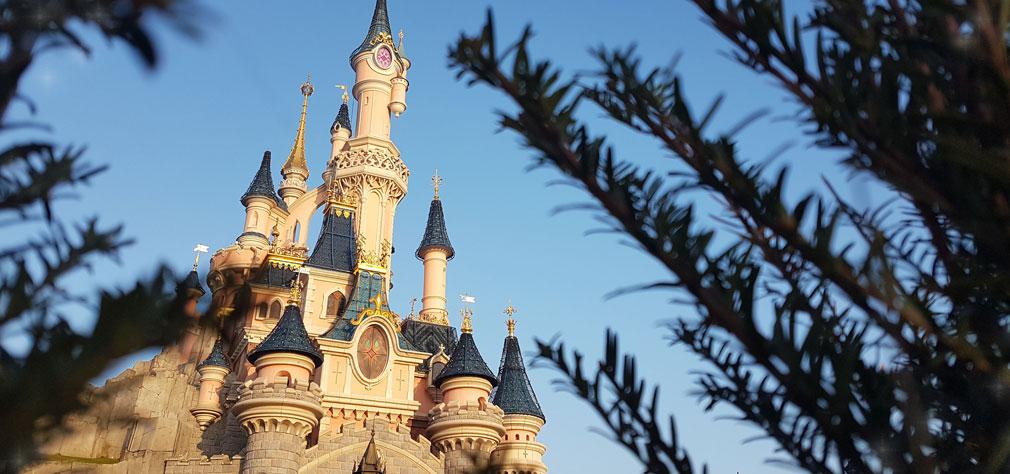 Highest waiting times in #DLP: Peter Pan's Flight - 75 min Crush's Coaster - 75 min Big Thunder Mountain - 70 min Crush's Coaster (Single rider) - 60 min Star Wars Hyperspace Mountain - 50 min  #DLP #DLPLive #DisneylandParis #Paris