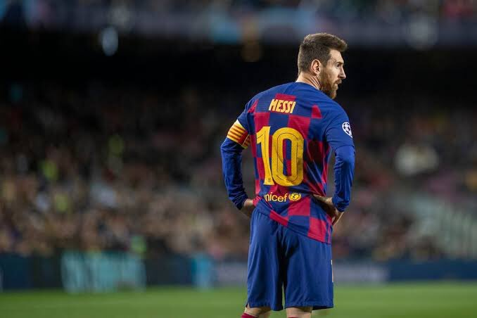 This number 10 is special for the football and cricket fans 🥳🔥 #Messi - GOD OF FOOTBALL ⚽️  #Sachin- GOD OF CRICKET 🏏