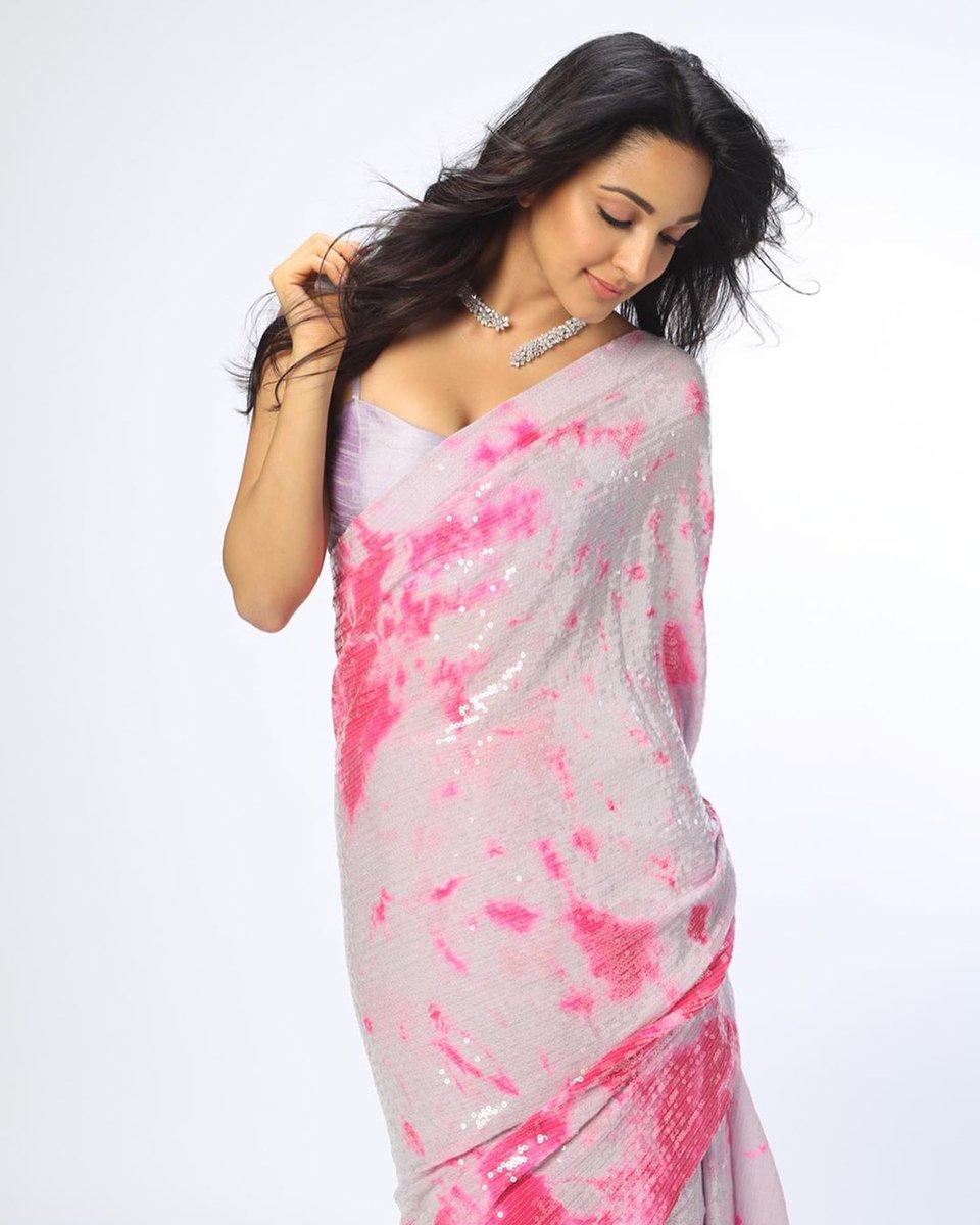 #కియారాఅడ్వాని న్యూ స్టిల్స్  #KiaraAdvani latest photos #kiara #kiaraadvani #kiaraadvanihot  #tollywoodtoday #tollywoodupdates #tollywoodactor #tollywoodupdates #actress #bollywood #bolywoodactress  #photoshoot #teluguactress #telugucinema #KiaraAdvanipic.twitter.com/vi2IalFxCe