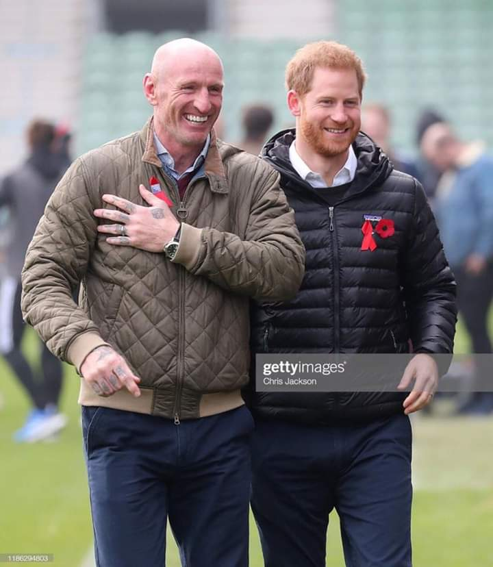 This morning Harry joined Gareth Thomas (the brave rugby player who revealed he was infected with HIV) at Twickenham Rugby Stadium for a discussion of everything related to this disease https://www.instagram.com/sussexfamily3/pic.twitter.com/yNEP6xdsU3