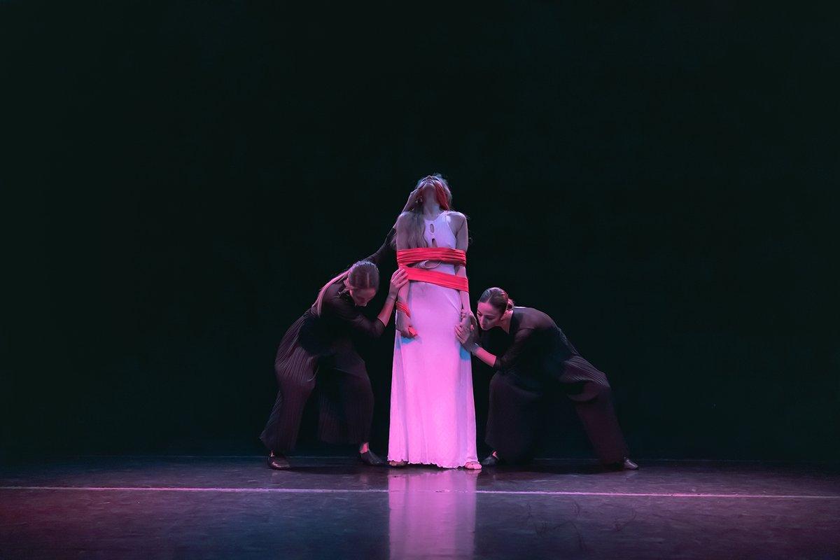 """""""El juicio de la memoria"""", un espectáculo de danza multidisciplinar creado en Cantabria http://bit.ly/2Em6l3k #danza #cantabria #Eljuiciodelamemoria #multidisciplinarpic.twitter.com/ZAwJCJhHhd"""