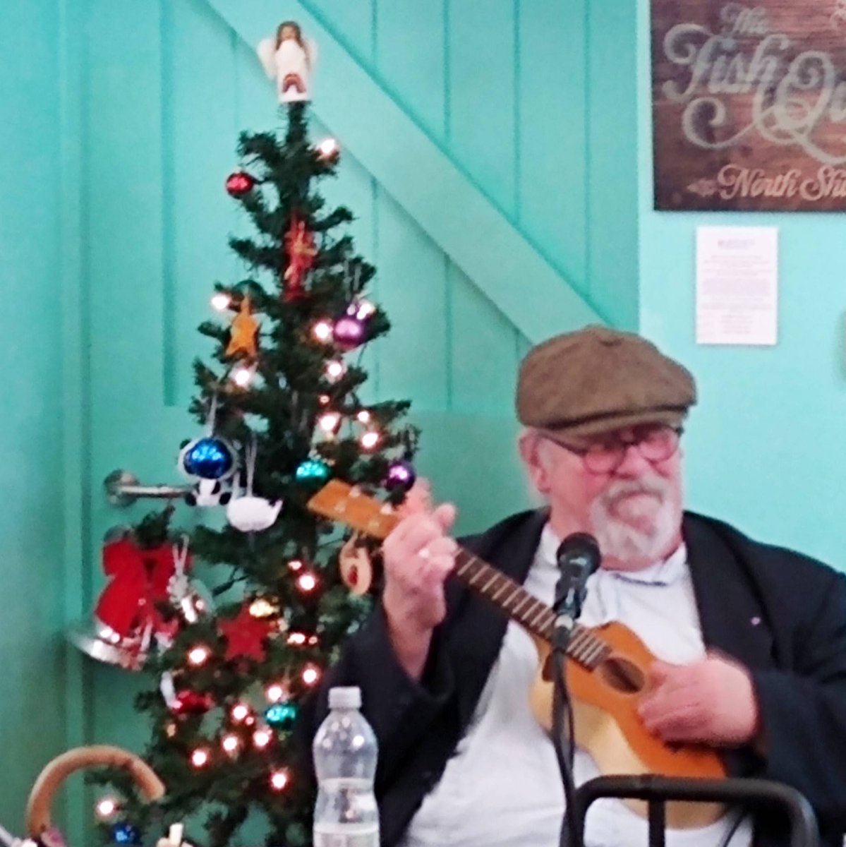 Christine Jeans and George Welch were entertaining a good crowd of fans in the @Old_LowLight Heritage Centre cafe today - from traditional Shields tunes to Steppenwolf. Thanks for all your music during 2019. #NorthShields #OneNorthShields #musicpic.twitter.com/McjAm3fIaj