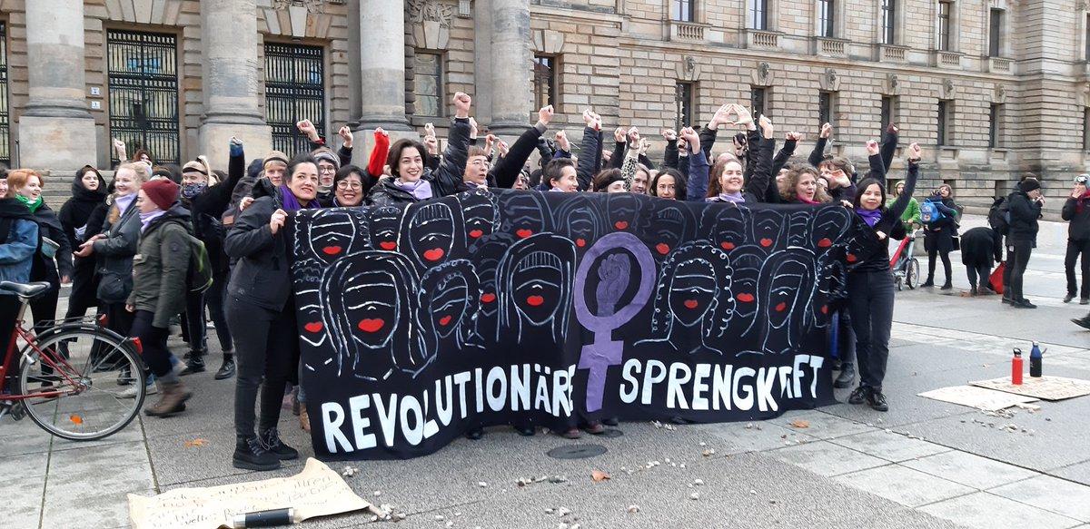 Gestern in #Leipzig feministische #Solidarität mit #Chile und #gegengewaltanfrauen #UnVioladorEnTuCaminopic.twitter.com/D0ThL63LAy