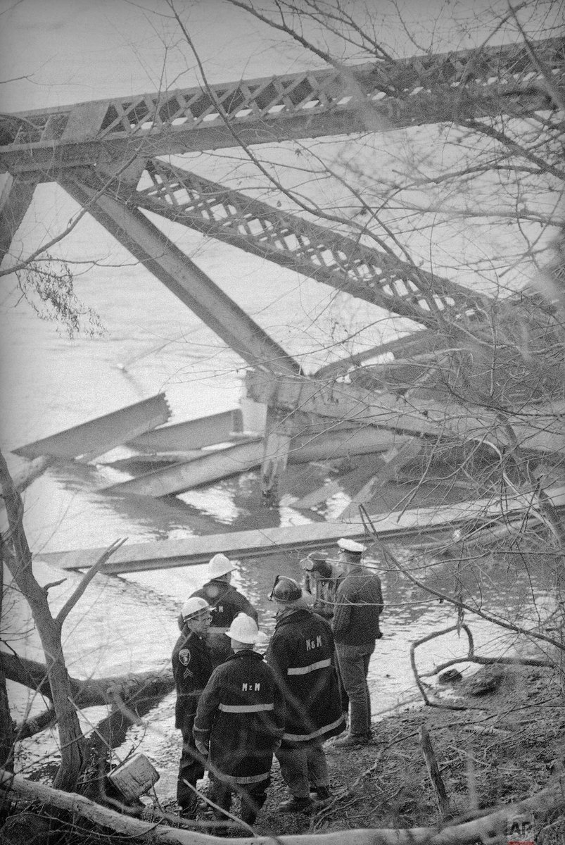 #OTD in 1967, the Silver Bridge between Gallipolis, Ohio, and Point Pleasant, West Virginia, collapsed into the Ohio River, killing 46 people.