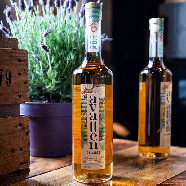 Avallen Calvados http://bit.ly/2YBJie5 This Hero #Calvados from @AvallenSpirits actively promotes #biodiversity, shuns pesticides, uses minimal water and tastes absolutely exquisite! #EthicalDrinks #SaveTheBees #SustainablePackaging pic.twitter.com/c0cv5ZPHxV