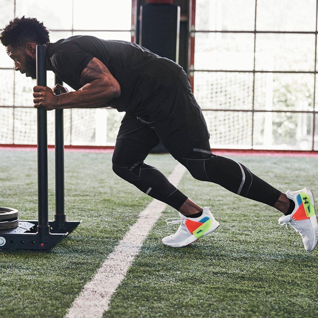 Estabilidad y comodidad diseñada para ejercicios de levantamiento de peso o funcional ¡Las #UAHOVR Apex son un gran regalo para darlo todo! https://t.co/xIdx3TXnEC