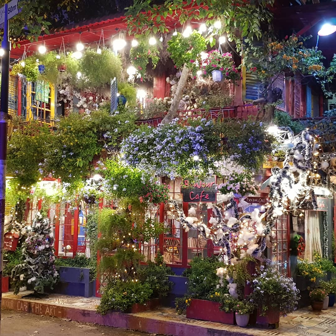 Impressive decor!  #Christmastime #christmastown #Christmas2019 #ChristmasIsComing #homedecoration #decor #decorations #DeckTheHall #LastMinuteGifts #christmasgifts #MissFrance #ChristmasGift #impact #Flowers #LightTheWorld #xmas2019 #Xmas #flowerphotography #homedecorationpic.twitter.com/85iXPWlMSC