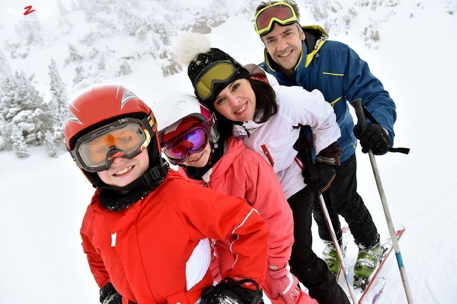 Ski trips don't have to be expensive! With our guide on how to have a cheap family ski trip you can have an amazing time without breaking the bank 🤑   https://buff.ly/2Gkk0d6   #skiing #Travel #moneysaver #MondayMotivation