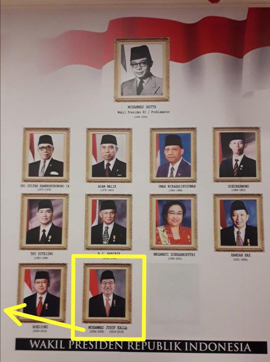 Tweeps, Barusan acara di RM Teras Istana, Graha Merah Putih @Telkom  Disain cukup bagus, Namun ada yg menggelitik, Pada Foto2 Wapres Indonesia kalau menurut saya harusnya Foto @Pak_JK 2 (dua) kali, karena periode 2004-2009 & 2014-2019. Juga Foto pak @Kiyai_MarufAmin belum dibuka. pic.twitter.com/VdCaAhpD3S