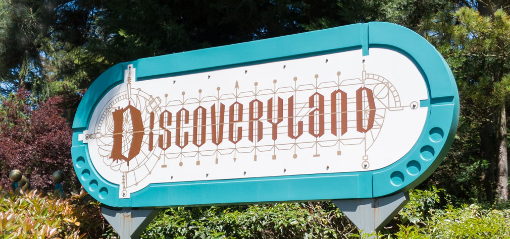 Highest waiting times in #DLP: Princess Pavilion - 90 min Meet Mickey Mouse - 70 min Peter Pan's Flight - 65 min Crush's Coaster - 60 min Big Thunder Mountain - 50 min  #DLP #DLPLive #DisneylandParis #Paris