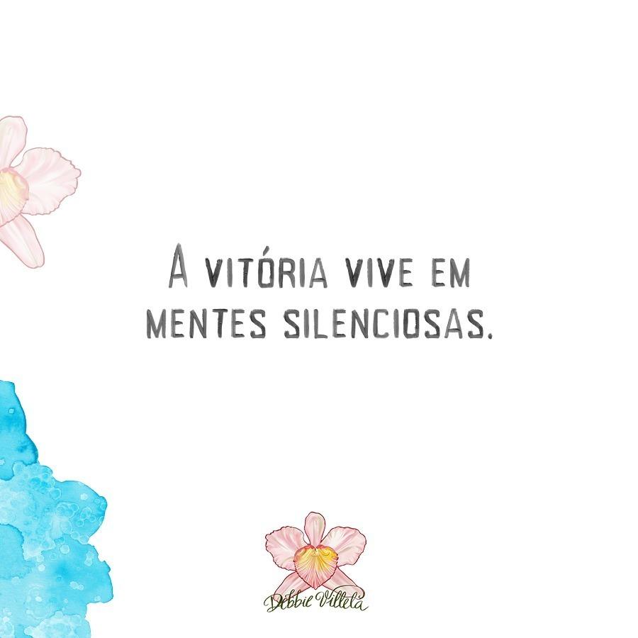 A vitória vive em mentes silenciosas. . . #debbievillela #poetas #poetry #amor #frases #poesia #citações #lifequotes #picsoftheday #literatura #amore #versos #poeta #frasesdeamor #citazioni #vida #orquídeas . Arte da logotipia @guardadosemguardanapos.pic.twitter.com/MvGD3DOPyb