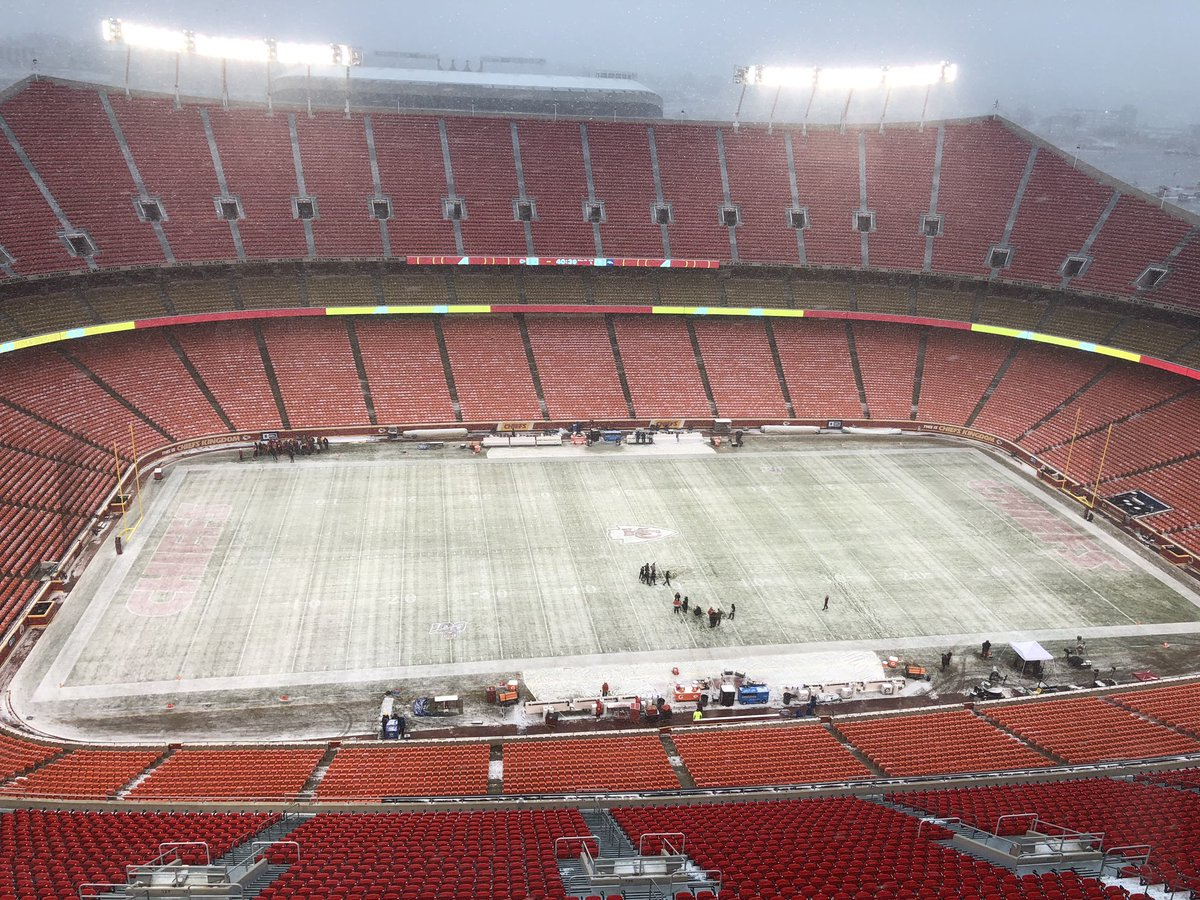 It's a winter wonderland here at Arrowhead, where the #Chiefs will host hometown kid Drew Lock and the #Broncos. Kickoff in three hours.