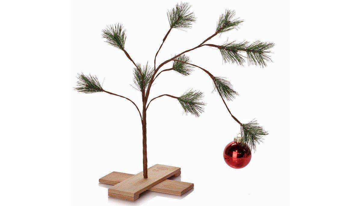 Hinter dem Rücken der standesamtlich auf mich zugelassenen Ehefrau habe ich uns einen schönen Weihnachtsbaum besorgt und auch bereits festlich geschmückt. Da wird sie ganz schön staunen, wenn sie gleich von ihrer Jogging-Runde zurück ist! pic.twitter.com/13eBfBJLxy