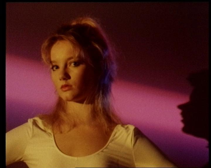 In einem Musikvideo 12 Jahre früher war sie übrigens auch von vorne zu sehen: pic.twitter.com/vCDGJeiOGX