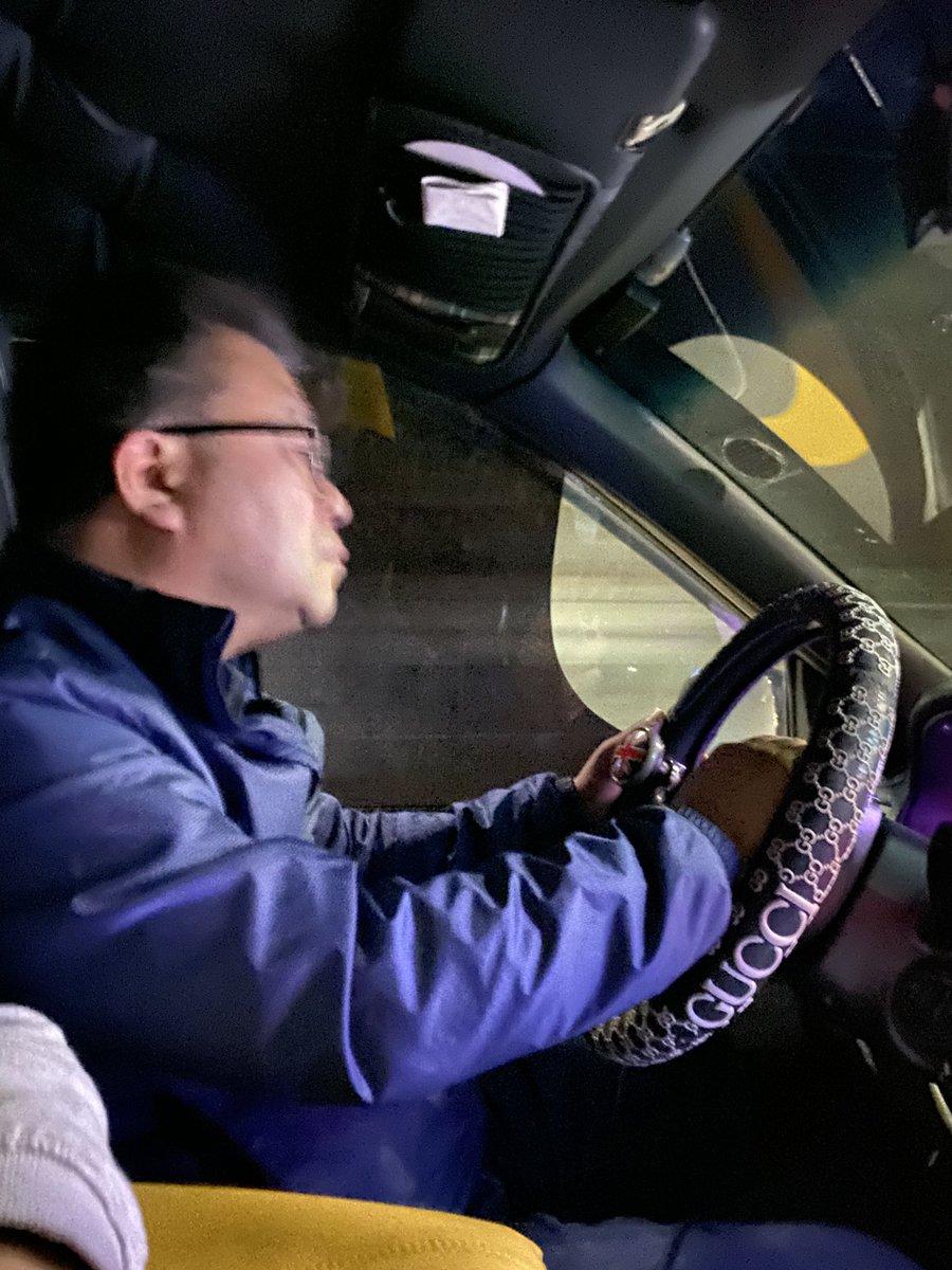 運転手が怖い😅目をつぶってるのか 元々そういう目なのか!笑 海外の人って毎回スピードだしすぎ!笑  #危険 #危険運転 #韓国 #韓国旅行