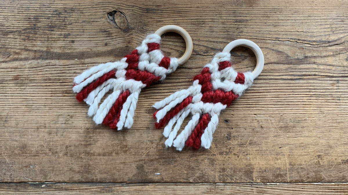 Third tutorial in my series about using yarn for holiday decor is up on my YouTube channel! This time I'm showing you how to make these cute mini macrame ornaments #makeitwithmichaels https://m.youtube.com/watch?v=99d3K15pfow …pic.twitter.com/MQOrFX73sk