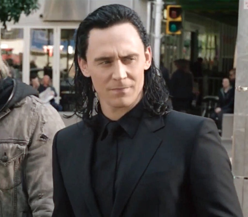 Bi Ronman Of Wales على تويتر How Can Some Of You Hate Thor Ragnarok When It Gave Us Loki In A Black Suit