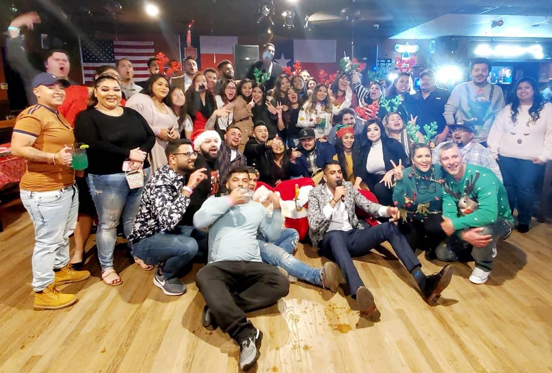 DMW holiday party! #SanAntonio #metrobytmobile #purplelife #team  #wearemetro #LoveWhereYouWork #workfamily #lovewhatyoudo #celebrate #ChristmasSeason #holidayspirit #funtimes #makingmemories #loveourdealers #lovetheteam