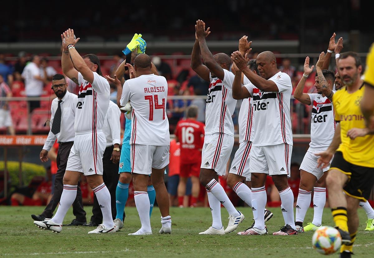 FIM DE JOGO! SÃO PAULO CAMPEÃO DO LEGENDS CUP!  São Paulo 3 a 0 no Barcelona!    Dagolberto (2x) e Fabão  #LegendsCupBrasilpic.twitter.com/4zeHNyOc0W