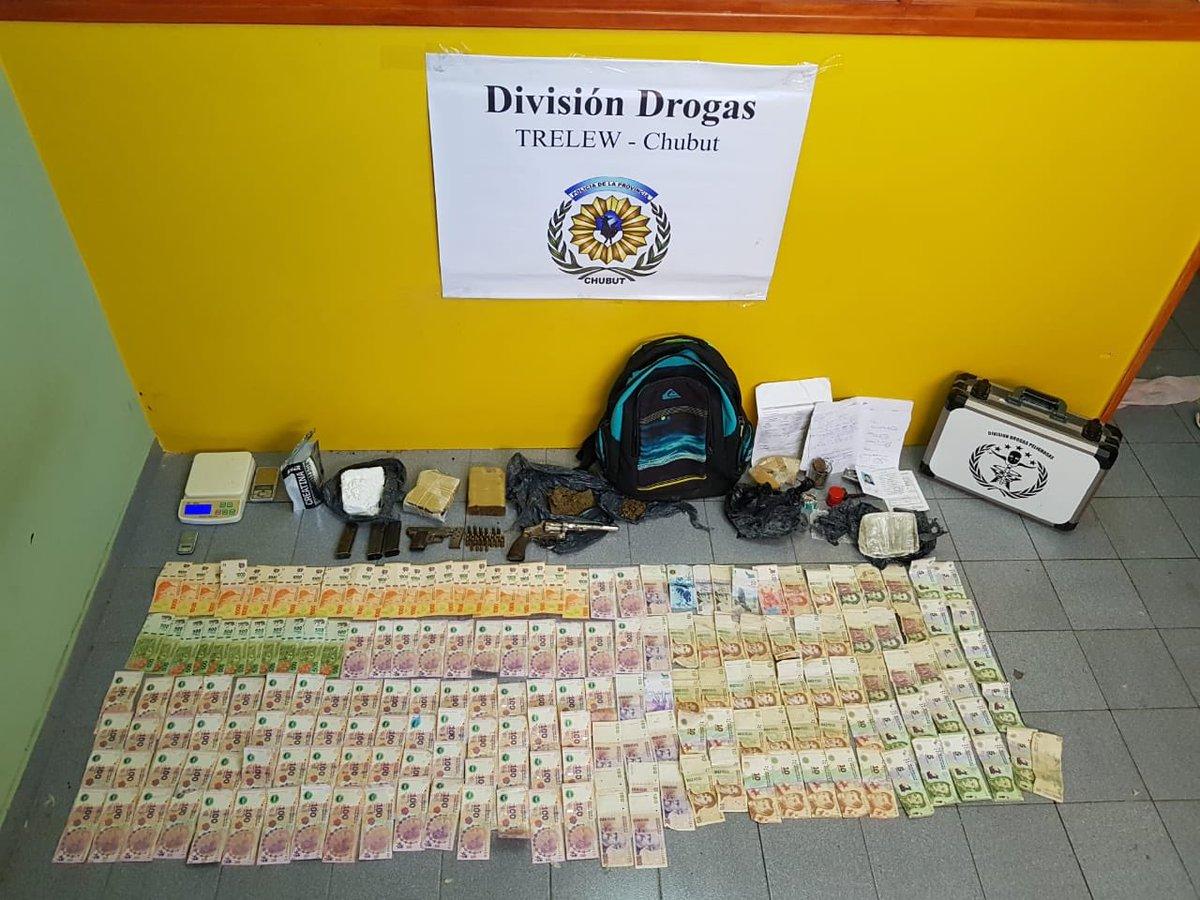#Seguridad  Massoni y Gómez encabezaron un importante operativo en el que se secuestró cocaína, marihuana y armas en el centro de #Trelew  Más info 👉 https://t.co/n82udXTmIE https://t.co/Yt2CXv7B3N