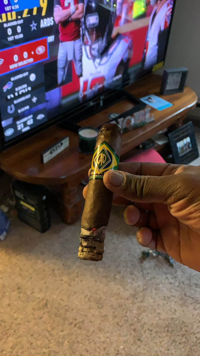 #CigarLife and #NFLFootball pic.twitter.com/J8R3acF9C4