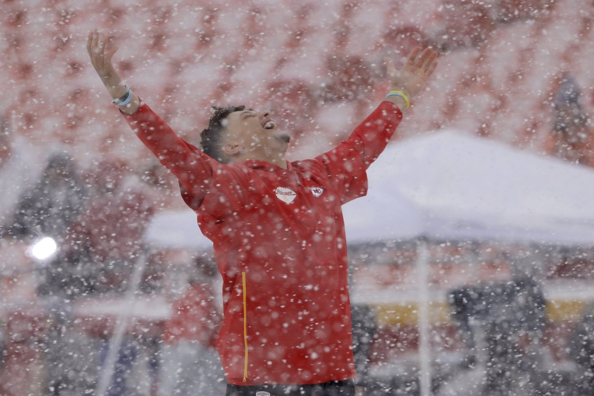 Snow scenes from Arrowhead ahead of #Chiefs #Broncos...